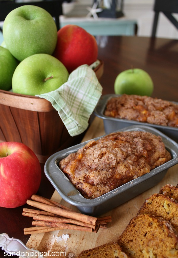 Pumpkin Apple Bread with Streusel Topping - via Sand and Sisal