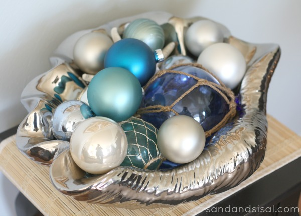 Ornaments in clam shell