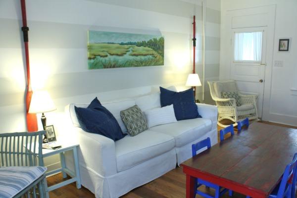 Screened Inn - family room