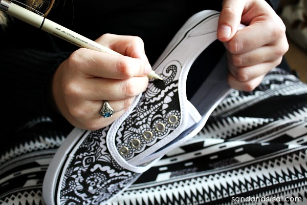 Doodle Your Style - Decorate Canvas Shoes