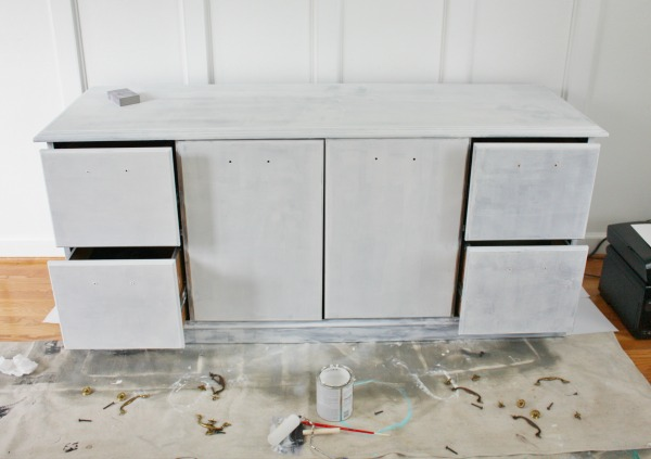 Painting laminate furniture