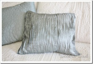 Ruffle no-sew pillow