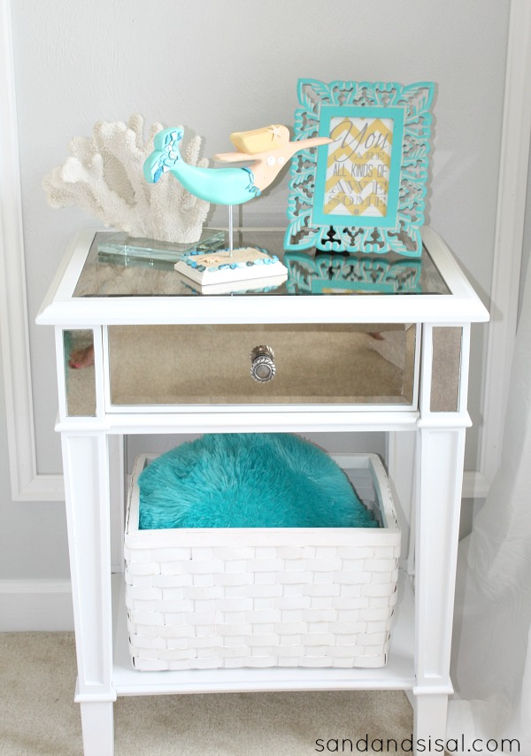 Teen room makeover sand and sisal - Bedside table for small space paint ...