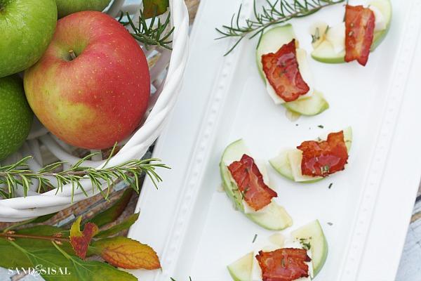 Apple Gouda Bacon Bites with Rosemary Honey Drizzle