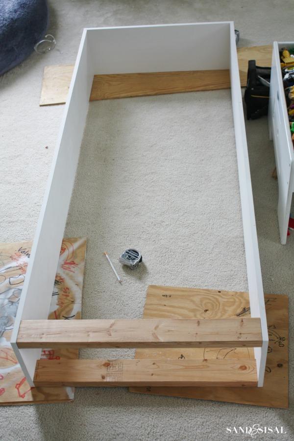 Built-in bookshelves - base