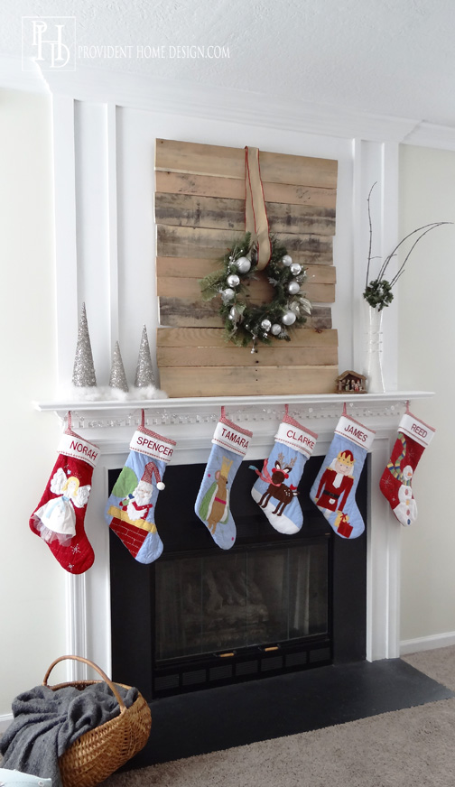 Christmas-Pallet-DIY-Idea