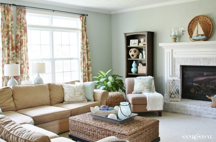 Create a seaside retreat in your home - Great coastal living room decorating ideas ...