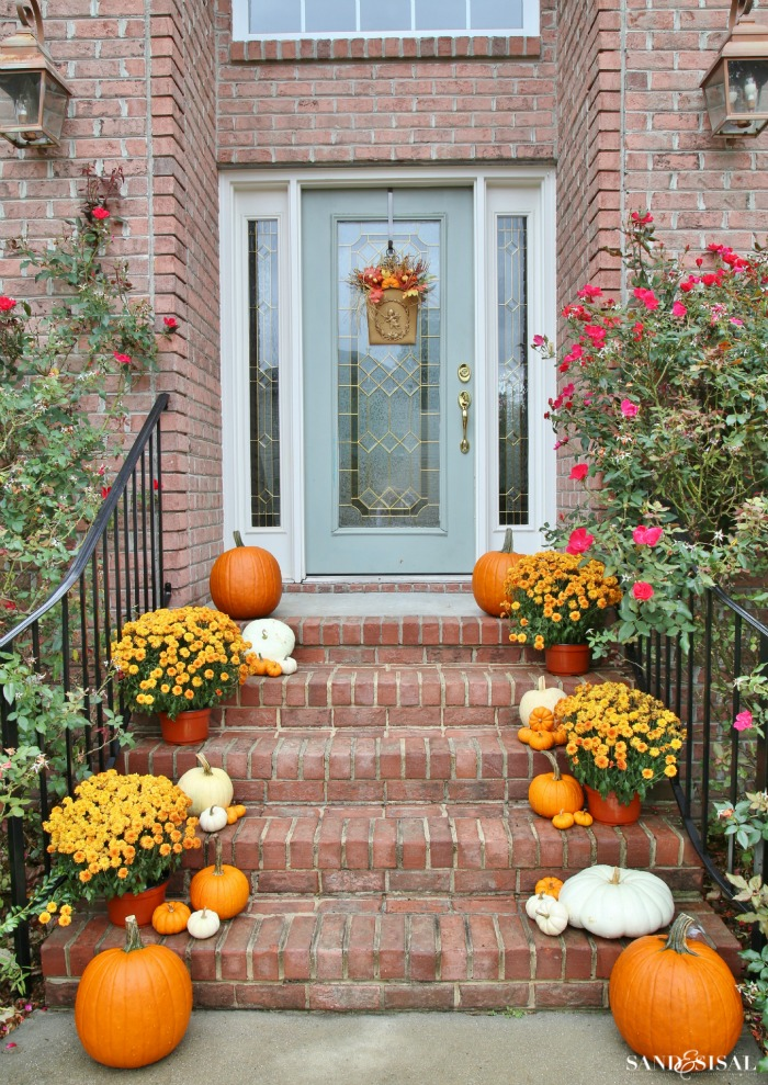 Decorating a front porch for fall Fall outdoor decorating with pumpkins