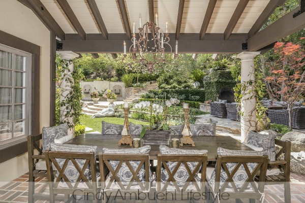Awe Inspiring Outdoor Spaces - outdoor dining