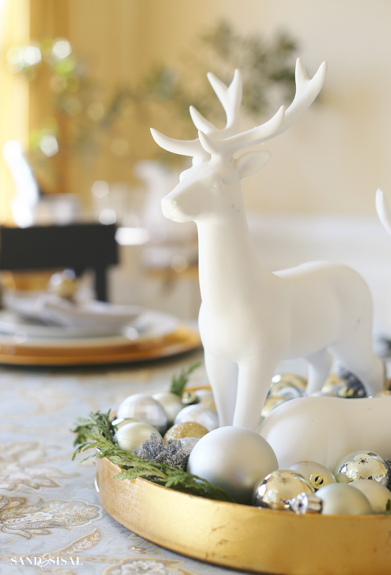 Reindeer Christmas Centerpiece - Quick and easy centerpiece