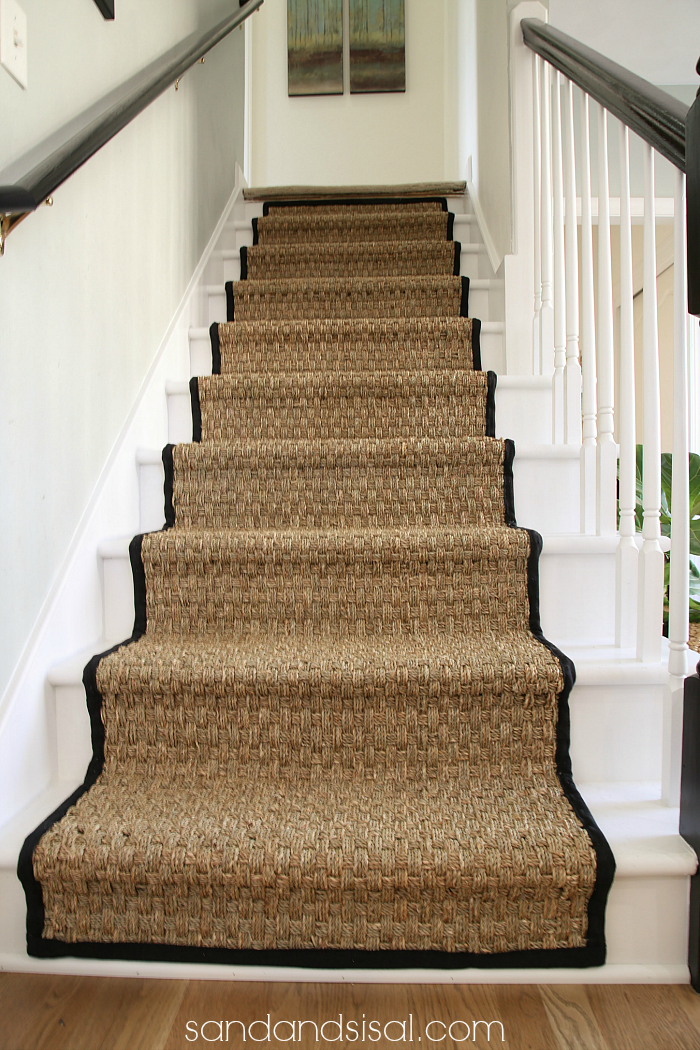 Painted staircase makeover with seagrass stair runner for Pose carrelage escalier tournant
