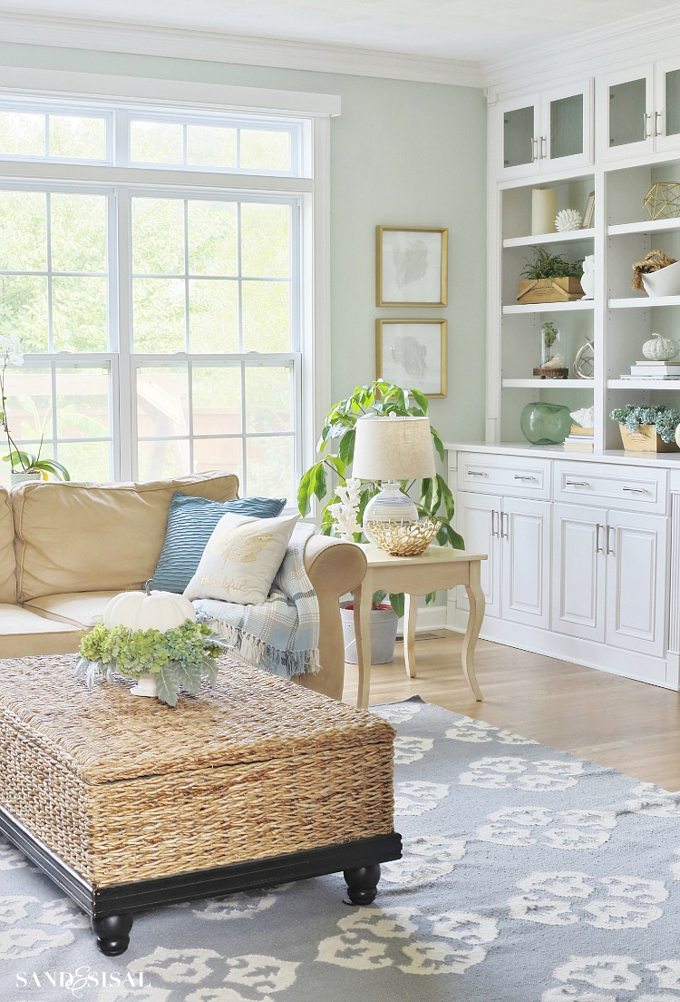 Decorating for Fall with neutral colors