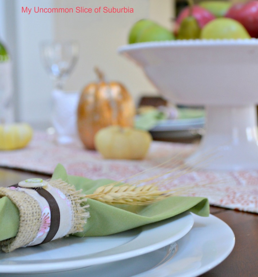 thanksgiving-table-setting-with-burlap-napkin-holder