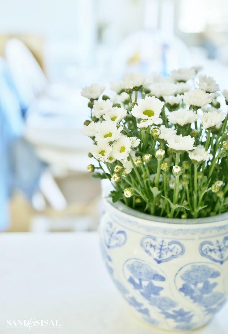 white-flowers-in-ginger-jar