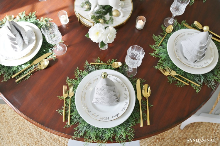 Christmas dinner tablesetting ideas sand and sisal - Dining table setting ideas ...