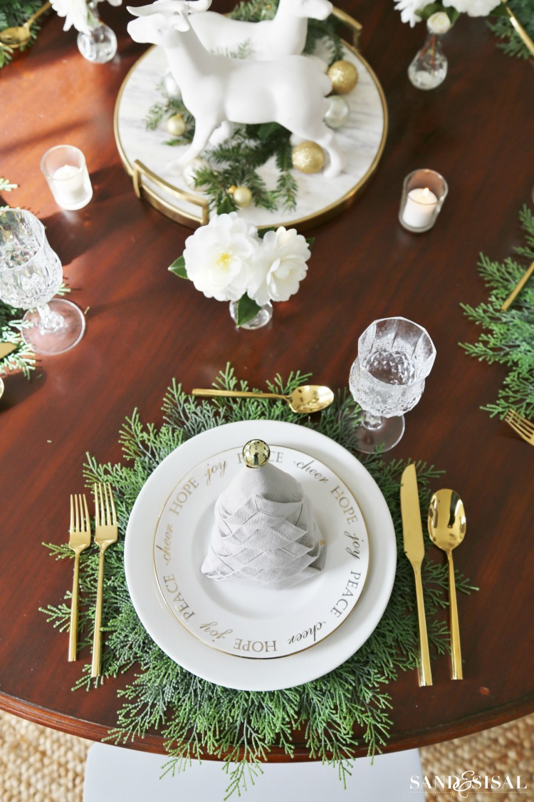 Christmas dinner tablesetting ideas sand and sisal Christmas place setting ideas