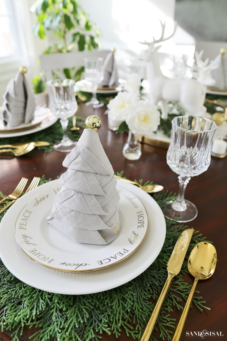 Christmas dinner tablesetting ideas sand and sisal - Christmas table setting ideas ...
