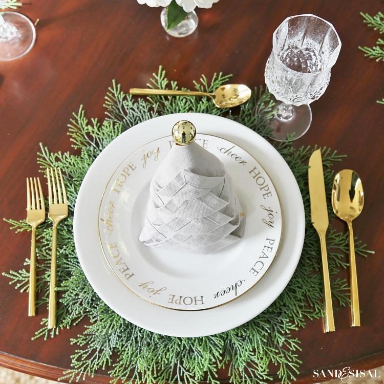 Christmas Tablesetting Idea with Christmas Tree Napkin Fold