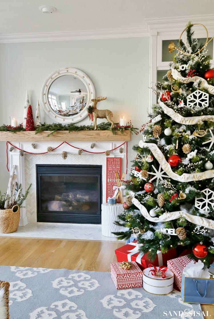 winterberry red, white and blue Christmas family room
