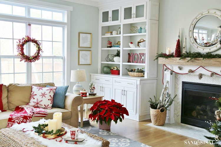 christmas-family-room-white-builtins