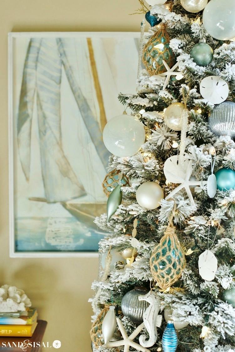 coastal-christmas-tree