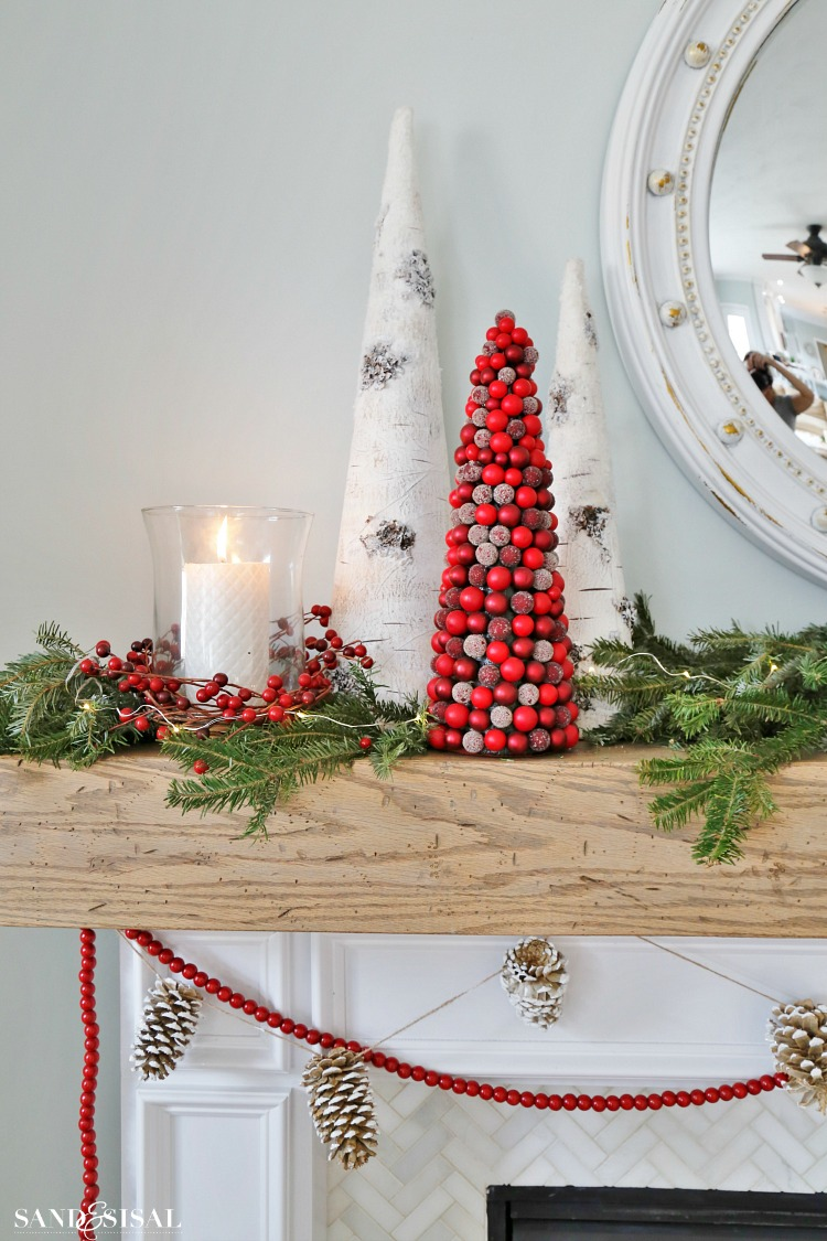 cranberry-christmas-mantel