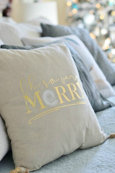25+Coastal Christmas Pillows