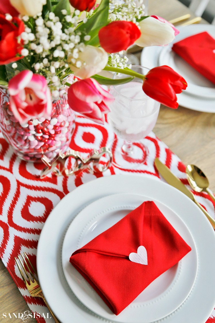 valentines day place setting with envelope napkin fold