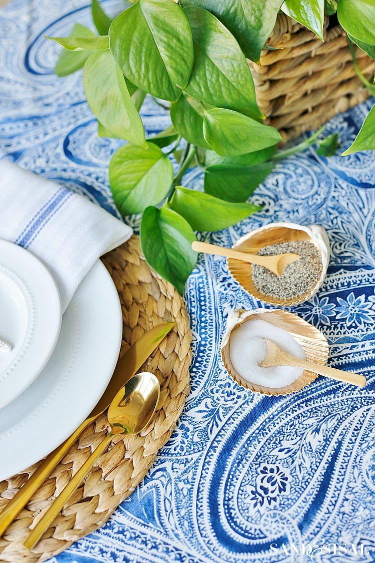 Coastal Salt Cellars : Transform clam shells into gorgeous Shell Salt Cellars. This easy coastal craft will elevate your summer entertaining and diningroom table.