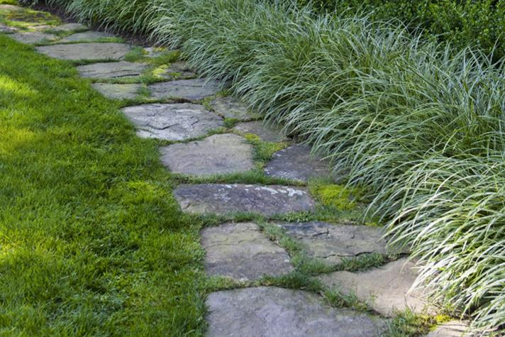 field-stone-lawn-edging