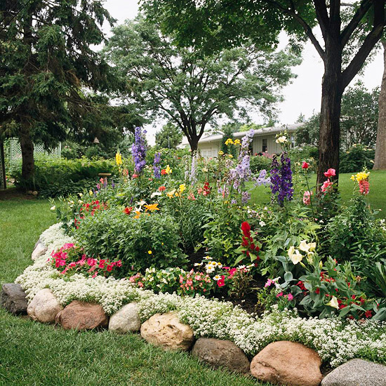 River Rock Garden Edging - Creative Garden Edging Ideas