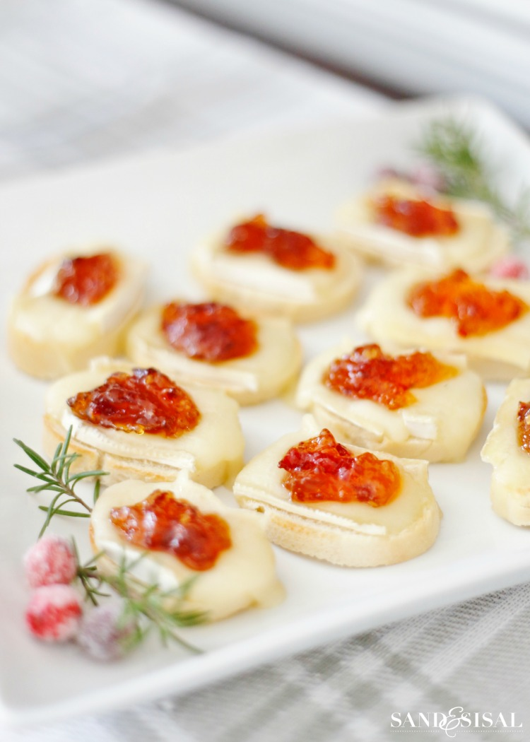 Brie Crostini with Cranberry Pepper Jelly