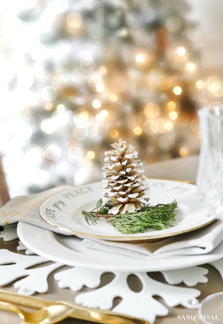 Rustic Glam Christmas Place Setting - Neutral Rustic Glam Christmas Dining Room. #rusticglam #rusticdecor #christmastable #neutralchristmas #rusticchic #coastalliving #diningroom