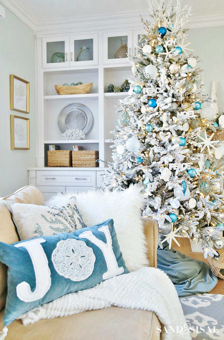 16 Chic Coastal Christmas Tree Ideas | Sand and Sisal