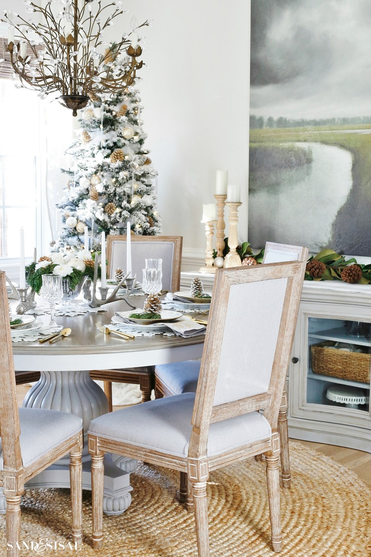Neutral Rustic Glam Christmas Dining Room. #rusticglam #rusticdecor #christmastable #neutralchristmas #rusticchic #coastalliving #diningroom