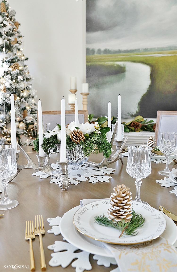Rustic Glam Christmas - Place Setting Neutral Rustic Glam Christmas Dining Room. #rusticglam #rusticdecor #christmastable #neutralchristmas #rusticchic #coastalliving #diningroom
