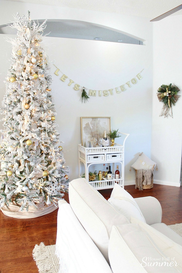 Christmas+Home+Tour+_+House+Full+of+Summer+blog+hop+-+Cheerful+Christmas+Home+Tourcoastal+christmas+neutral+christmas+decor,+hol