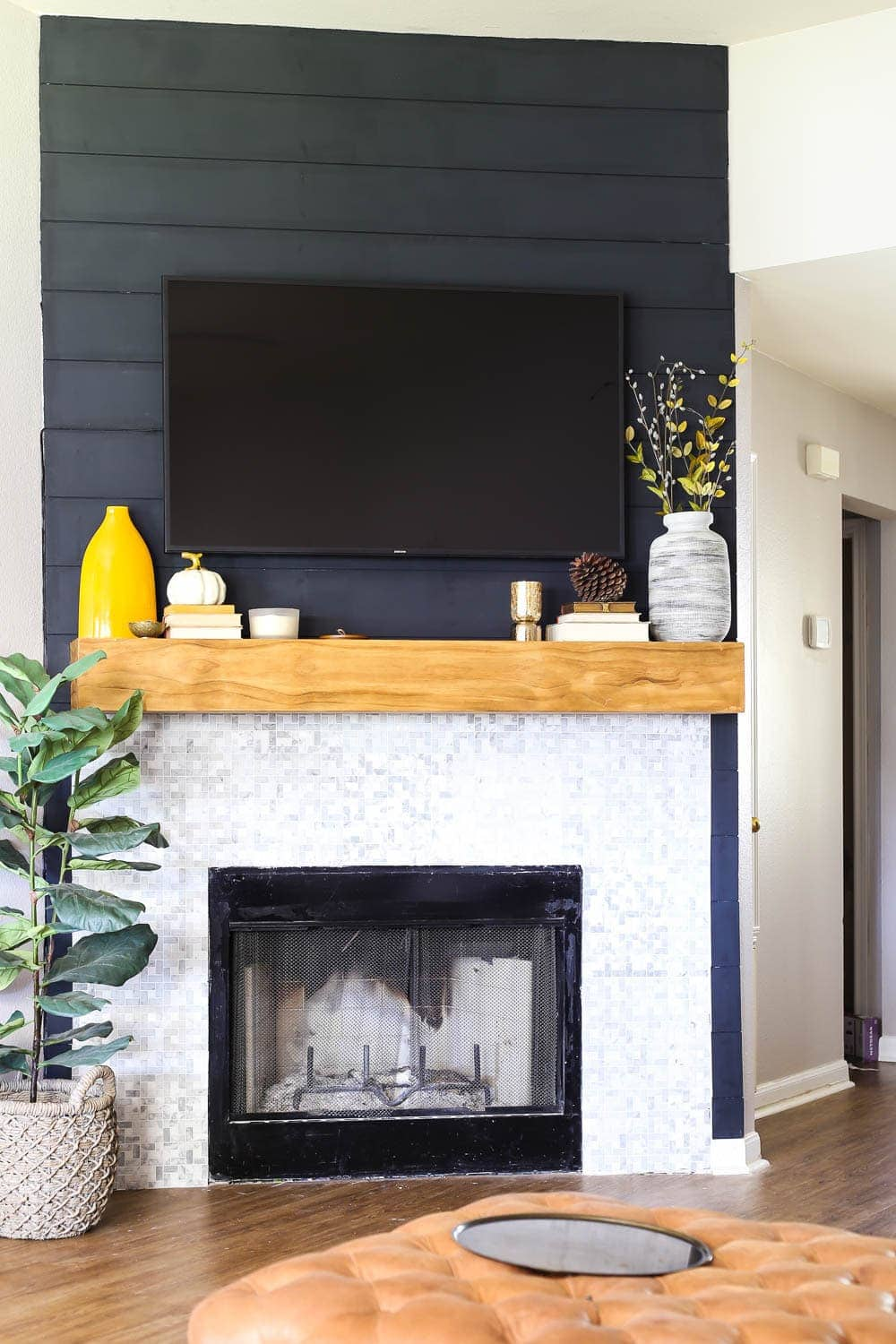 Beautiful And Creative Ways To Decorate Your Tv Wall