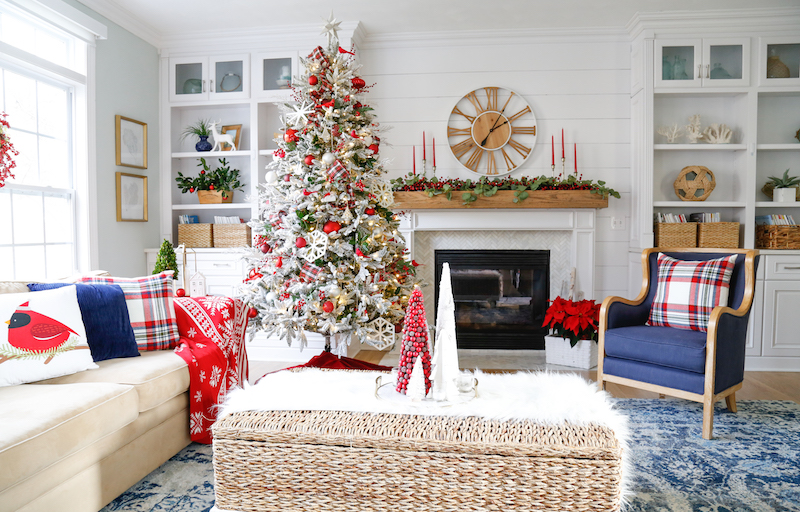 Traditional Christmas Family Room 2