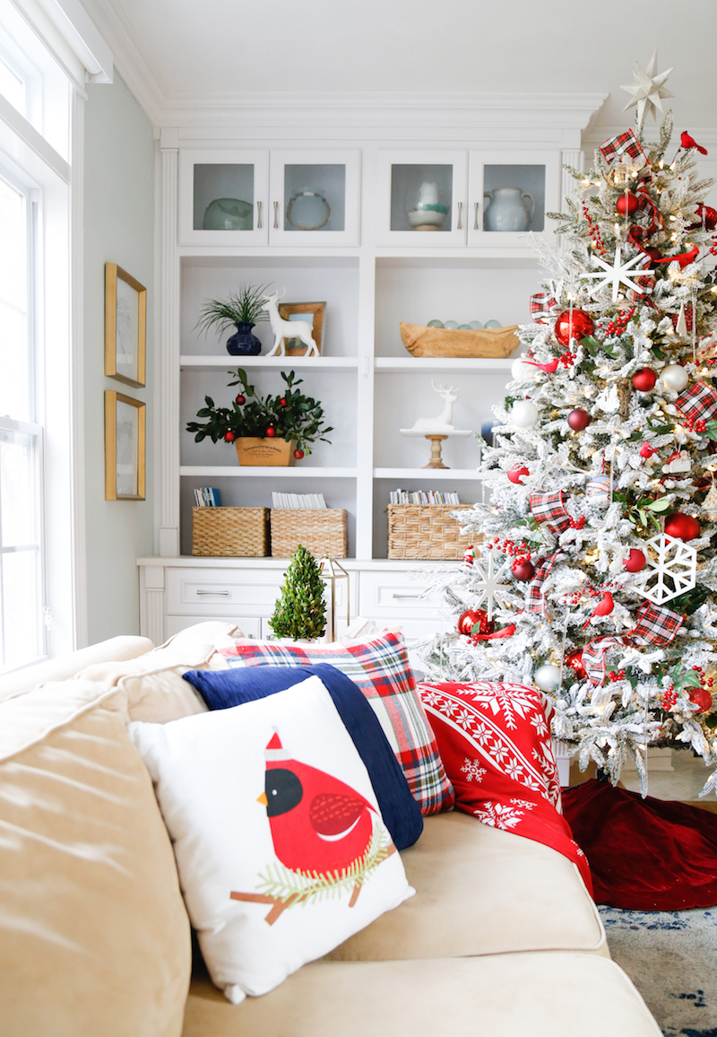 Traditional Christmas Family Room 3