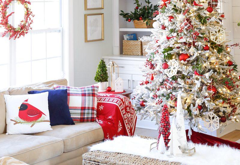 Traditional Christmas Family Room 4