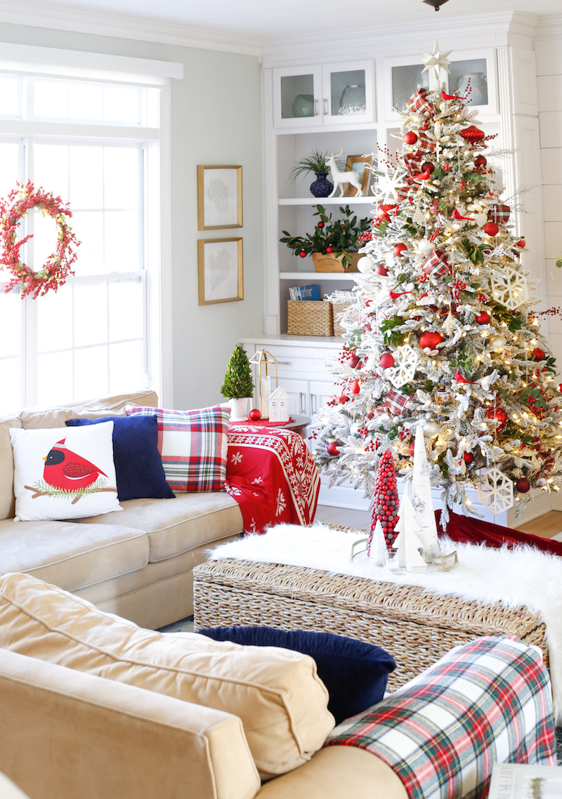 Traditional Christmas Family Room 4